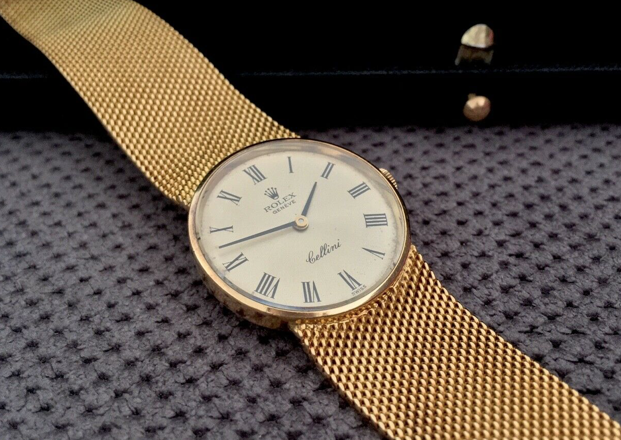 VINTAGE LADIES ROLEX CELLINI IN 18K 750 YELLOW GOLD